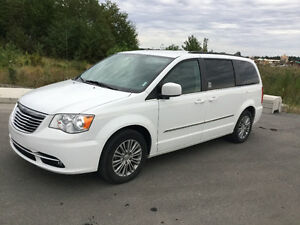 2014 Chrysler Town & Country Fourgonnette, fourgon