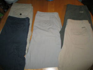 VARIOUS KINDS OF MEN'S CARGO SHORTS (SIZE 40) FOR SALE