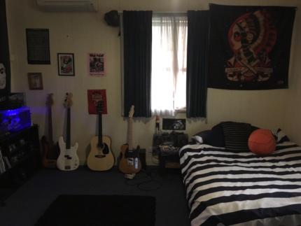 Large master bedroom for rent $135/wk Alderley