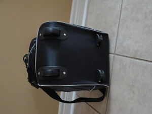Insulated black picnic bag lunch bag with wheels New with tags London Ontario image 2