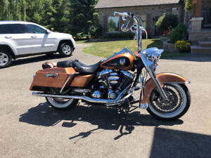 FOR SALE 2018 HARLEY DAVIDSON ROAD KING ANNIVERSARY EDITION