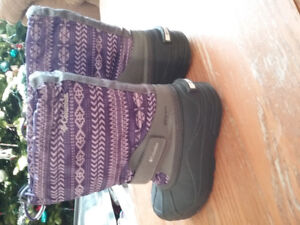 Girls Columbia winter boots, purple size 3, excellent condition.