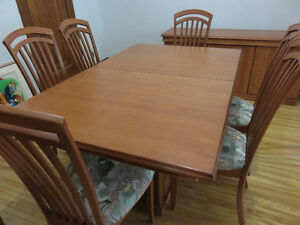 Table de salle à manger avec 6 chaises