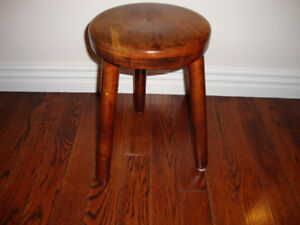 SOLID WOOD SMALL STOOL