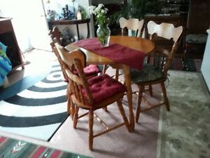 SOLID WOOD TEAK TABLE 4 CHAIRSModern Teak dining table & leaf a