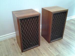 Realistic Nova 7B stereo speakers