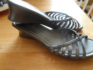 Ladies' Silver/Grey Wedge Shoe - Sz. 11