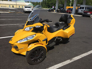 2013 Can-Am Spyder RTS...only 4200kms