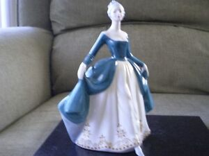 "Royal Doulton Figurine - "" Regal Lady "" HN 2709 Kitchener / Waterloo Kitchener Area image 5"