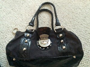 Guess brand medium sized purse
