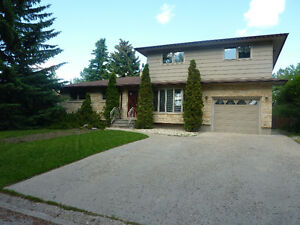 Beautiful 7 bedroom fully furnished home across street from UofR