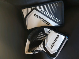 """Youth goalie pads 22"""" blocker and trapper"""