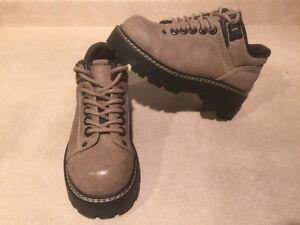 Women's Bata Leather Shoes Size 6 London Ontario image 7