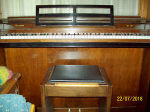 For Sale : Apt. Size Piano