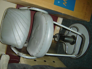 $125 · Used hydrolic barber chair for sale Regina Regina Area image 2
