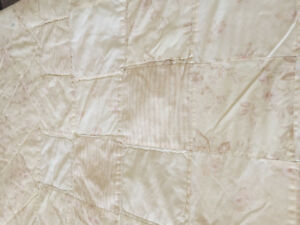 Quilt; Queen size summer weight cotton; reversible