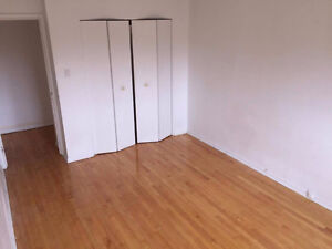 JULY 1ST ****1 BEDROOM HEAT AND HOT WATER INCLUDED 660$