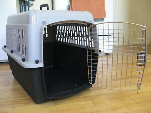 Sturdy, well designed, secure and comfortable pet carrier kennel