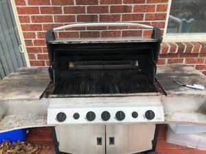 PRESTIGE II NAPOLEAN NATURAL GAS BBQ with cover