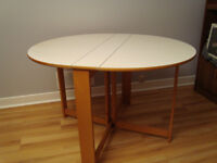 Table ronde 4 places, hêtre et plateau blanc