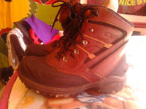 gently used wind river t-max winter boots