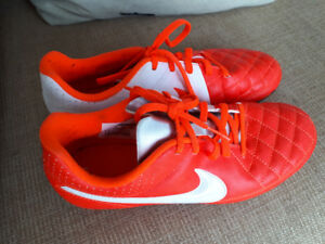 Nike ladies uk size 4 soccer boots