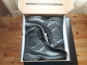 Men's magnum boots SIZE 11.5 new in box