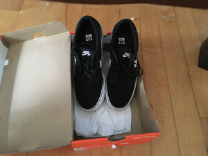 Nike SB shoes black with white size 7Y brand new