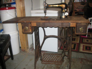 Antique singer treadle sewing machine - made in 1889