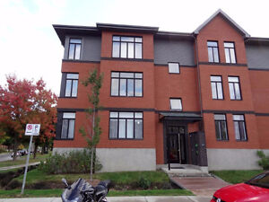 Room to rent (for FEMALE student or young professional)-650$ West Island Greater Montréal image 4