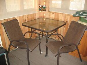 Set. Patio 1 table 4 chaises