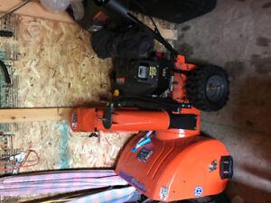 New condition Husqvarna snow blower 924SBE