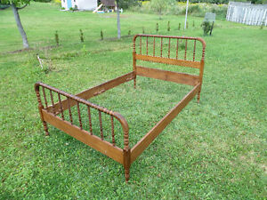 Antique 3/4 Spindle Bed