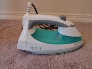 BLACK+DECKER 1200 Watt Lightweight Steam Iron, Teal, IR0820C