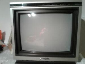 Petite tv gros derriere  14 pouces