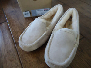 UGGS in 4 different colours, moccasins, loafers, slippers
