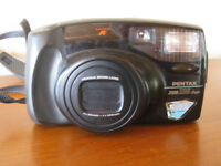 Pentax Zoom camera with case