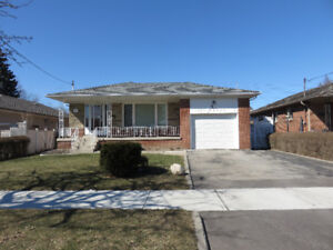Bungalow In Applewood Heights - Mississauga!