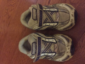 Girls size 5 Saucony shoes