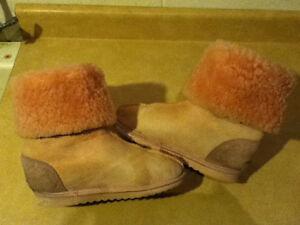 Women's Bully Wool Footwear Boots Size 6 London Ontario image 4
