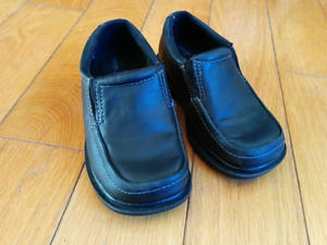 Boy's dress shoes size 7