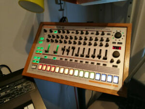 roland TR8, new, Drum machines w. over 5 kits-in-One