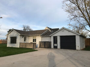 Country Living - City Amenities - Great Location!!