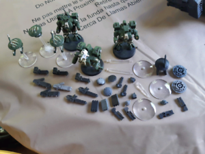 Warhammer 40k tau green crisis suits with drones