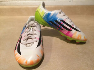 Boys Adidas Messi Outdoor Soccer Cleats Size 1 London Ontario image 6