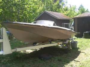 Larson XL-5 Speed Boat 15 1/2'