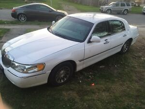 2001 Lincoln Town Car low kms