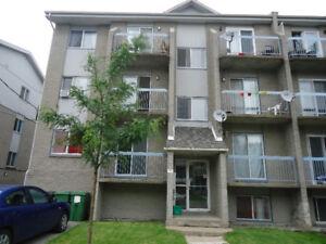 Immeuble a revenu Six-Plex + 3 garages  758 500$
