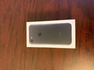 iPhone 7 32GB LIKE NEW Virgin/Bell + Brand new accessories