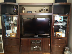 Wall unit / Entertainement unit - adjustable to tv size
